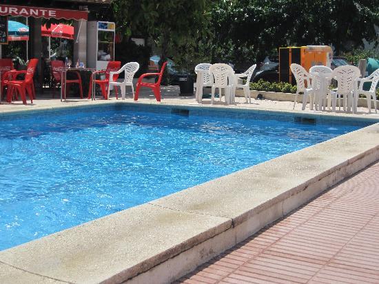 Apartamentos Ferrer Tamarindos: piscine en bas de l'hôtel