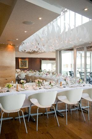 Rickys River Bar + Restaurant: Tables