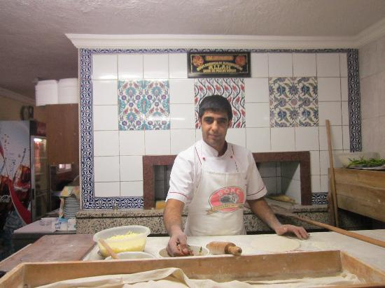 Pinar Pide & Pizza Salonu: The Master at Work