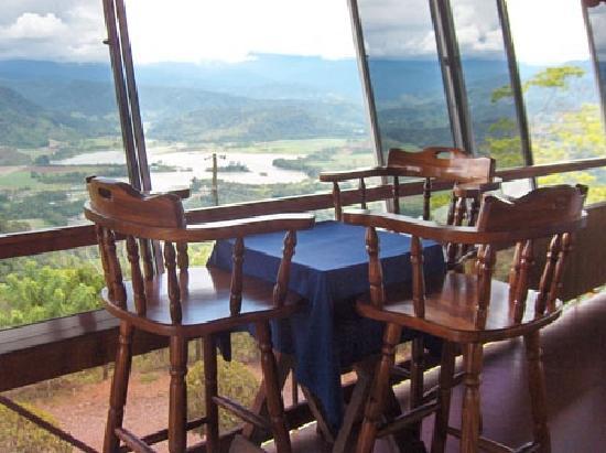 Cerro Alto Lodge: vista lago angostura