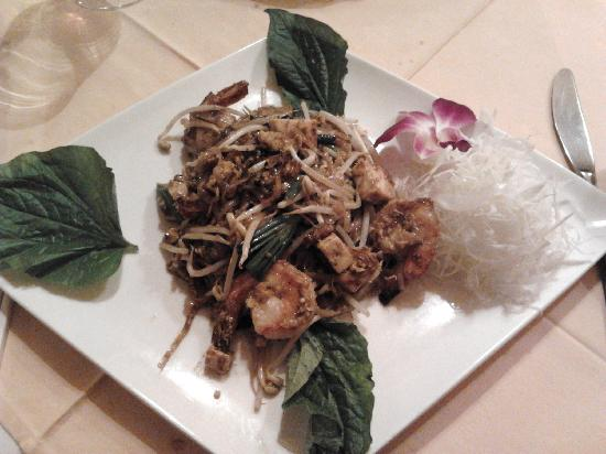 Chiang Mai: No. 32 - Prawns, chicken, noodles