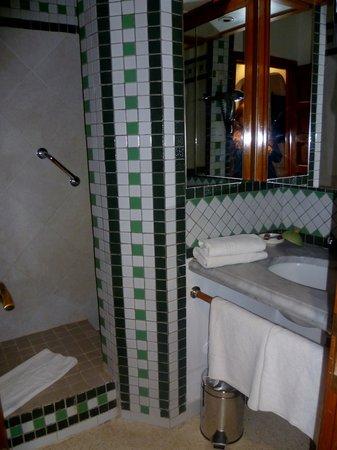 Ibis Moussafir Ouarzazate: salle de bain chambre 24