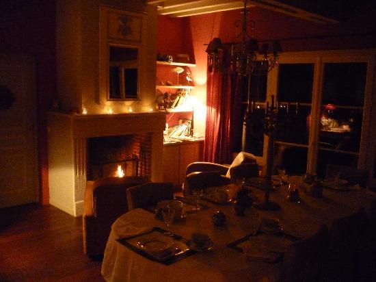 Neville, France: Salon avec cheminée