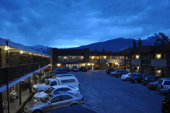 Maligne Lodge: View from the balcony at 10PM.