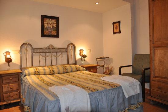 Apartamentos Turisticos Albarcas: Habitación de matrimonio Apto. 3