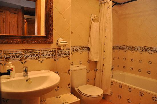 Apartamentos Turisticos Albarcas: Baño Apto. 3