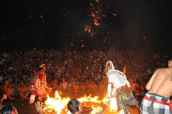 巴厘岛传统火舞