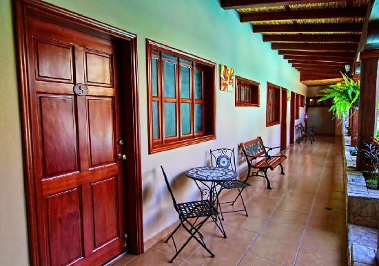 Hotel La Mar Dulce: Corridors