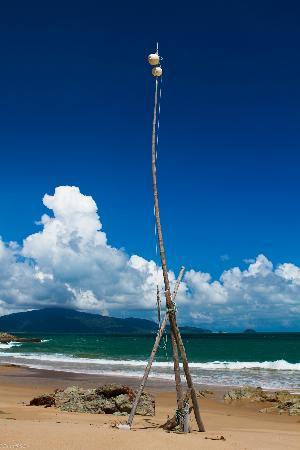 Sea Gypsy Village Resort & Dive Base: Clear blue sky on Pulau Sibu