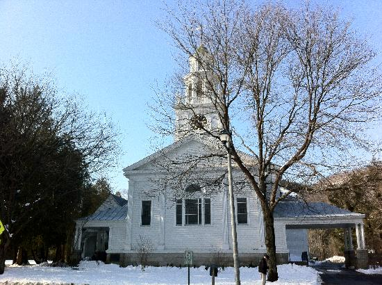 Woodstock Town Crier: Pretty Church we saw while walking around Woodstock, VT