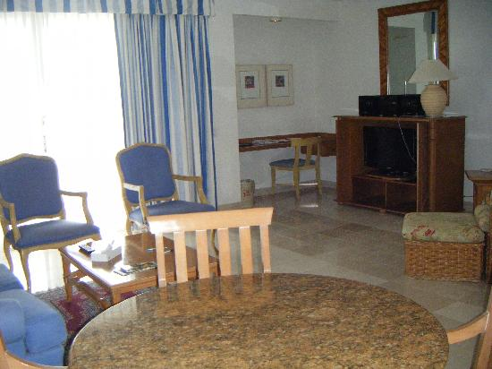 The Towers at Mullet Bay: Living Room Area
