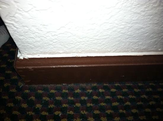 Days Inn Wurtsboro: lousy paint job