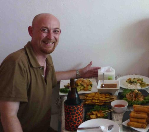 Sabai Sabai Thai Cooking School & Restaurant: A big Leo, some great food....and a happy me!