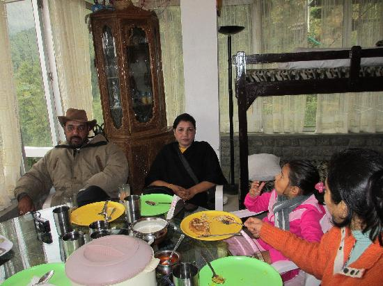 birdsnchirps Homestay: Breakfast with Dr. Bhalla & Mrs. Bhalla
