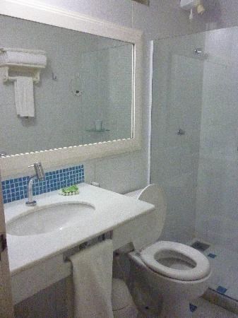 A Casa Do Mar Apartamentos : Baño