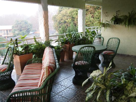 Green House Hostel: Balcony -good for a rest after a long day at the falls