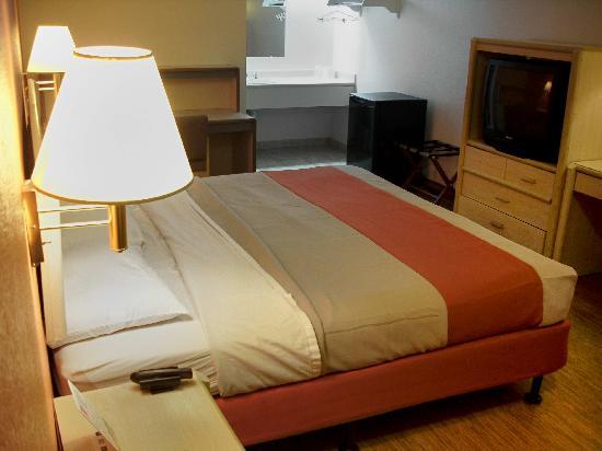 Motel 6 Cincinnati Central-Norwood: Room 109