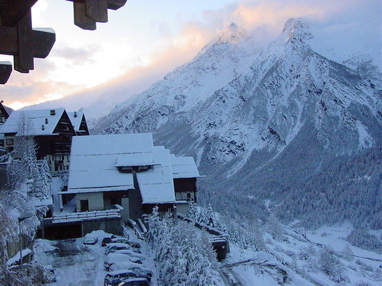 Sestriere, Italie : scorcio sotto la neve del villaggio