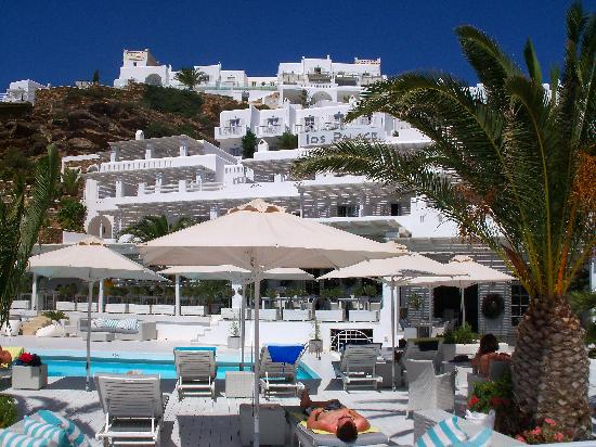 Ios Palace Hotel: View from Mylopotas Beach 3
