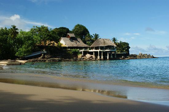 Sunset Beach Hotel: hotel from beach