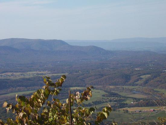 Front Royal Visitor's Center: Skyline Drive view West
