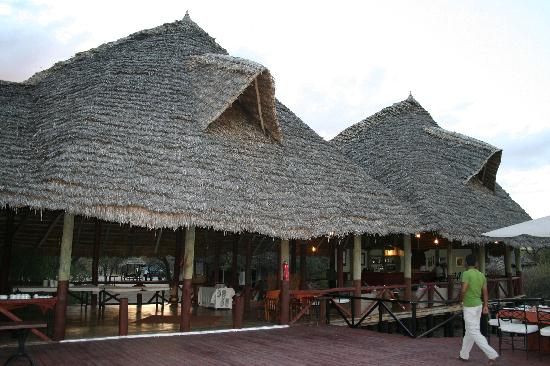 Lake Burunge Tented Camp: Central lodge and dining area