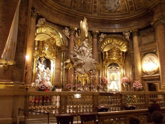 Basilica de Nuestra Senora del Pilar : La Capilla Santa dove si venera la Vergine del Pilar