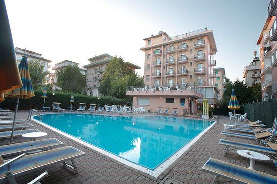 Valverde, Italia: Esterno con piscina Hotel Abarth