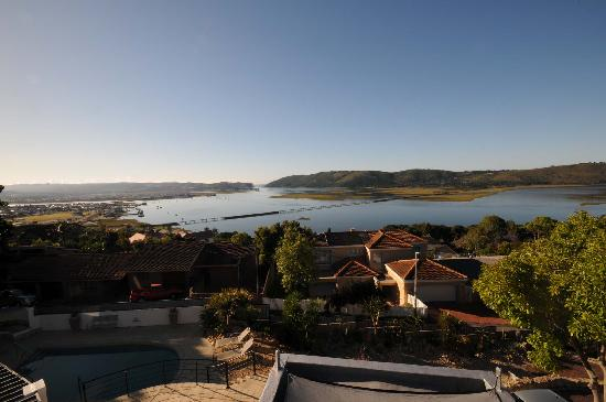Villa Afrikana Guest Suites: View of Knysna from our balcony