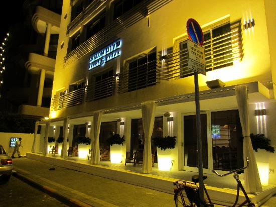 Shalom Hotel & Relax Tel Aviv - an Atlas Boutique Hotel: Exterior at night