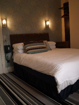 The Broadway Hotel: Top Floor Bedroom