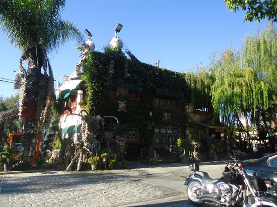 Tio's Tacos: Gift shop building