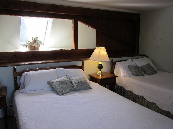 Wildflower Inn: Our room