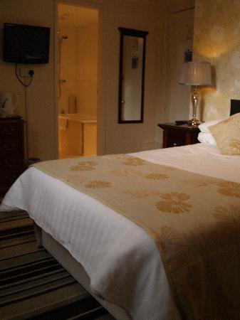 The Broadway Hotel: Top Floor Bedroom