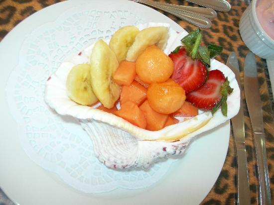 Bohemian Rhapsody Guest House  &  InnTshwane Lodge: delicous fruits in a shell!