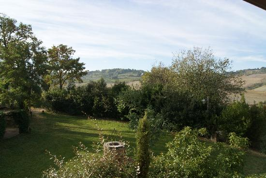Agriturismo San Gallo: Morning garden view
