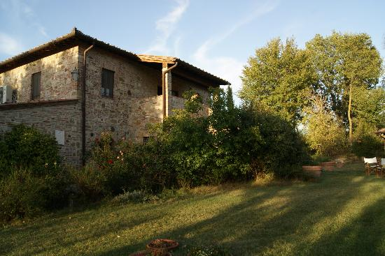 Agriturismo San Gallo: House and garden
