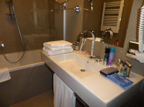 Kossak Hotel: main bathroom
