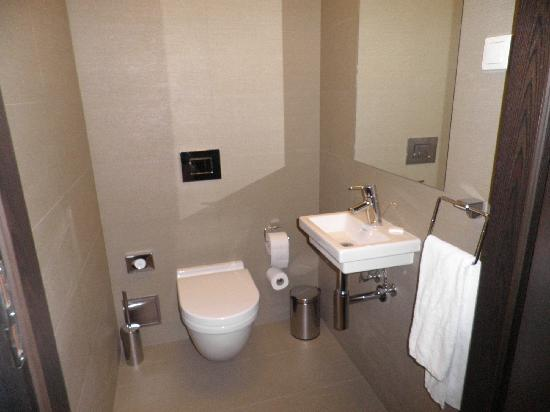 Kossak Hotel: second bathroom