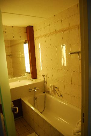 Tulip Inn Leiderdorp : Tulip Inn bathroom