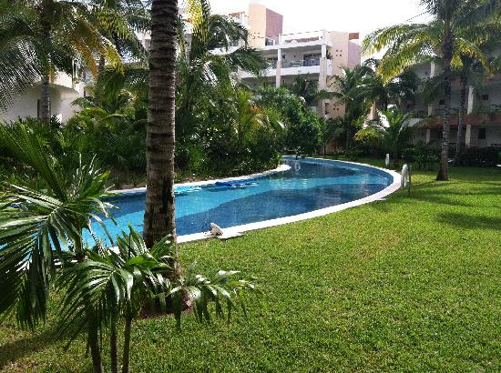 Excellence Playa Mujeres: View from swim-up room