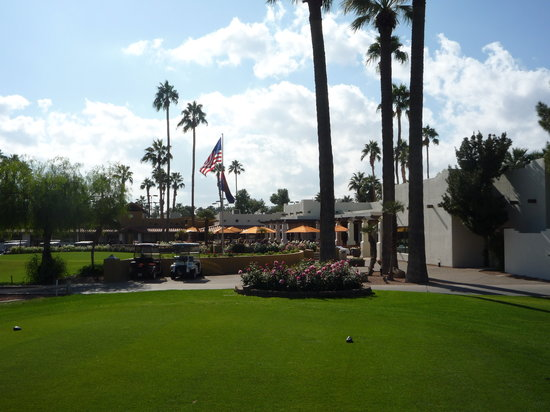 Litchfield Park, AZ: Clubhouse and 1st Tee