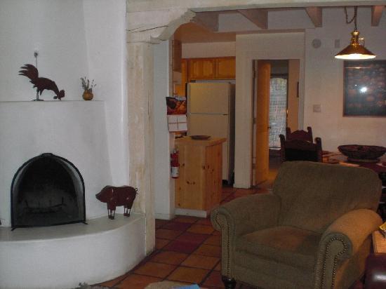 Las Brisas de Santa Fe: U-25 - kiva fireplace, dining area & kitchen