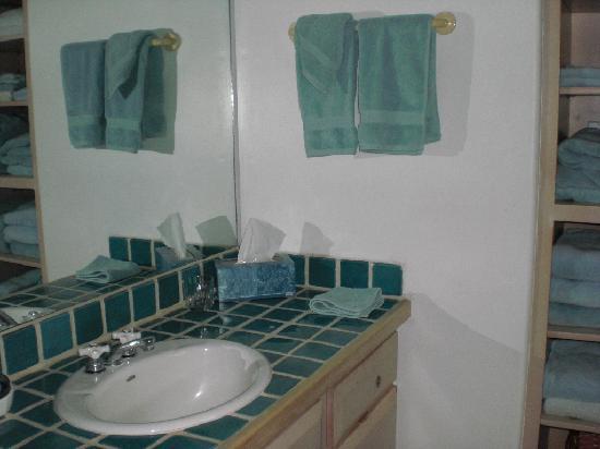 Las Brisas de Santa Fe: Las Brisas - U 25 - upstairs bathroom
