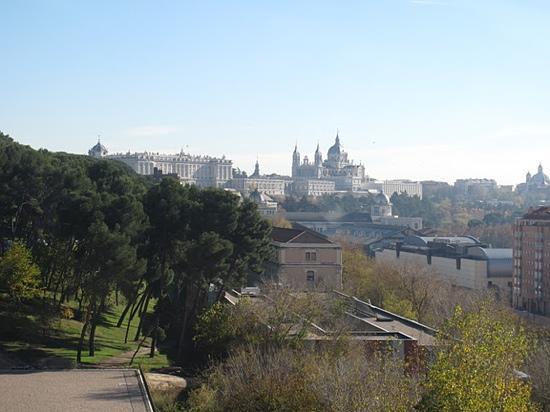 Teleferico: Palacio Real, the Catedral de Madrid, cityscape