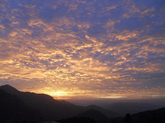 Dunagiri Retreat: Sunrise