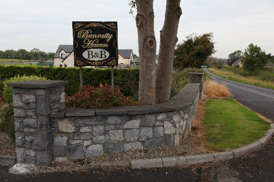 Bunratty Haven Bed and Breakfast: Entrance sign.