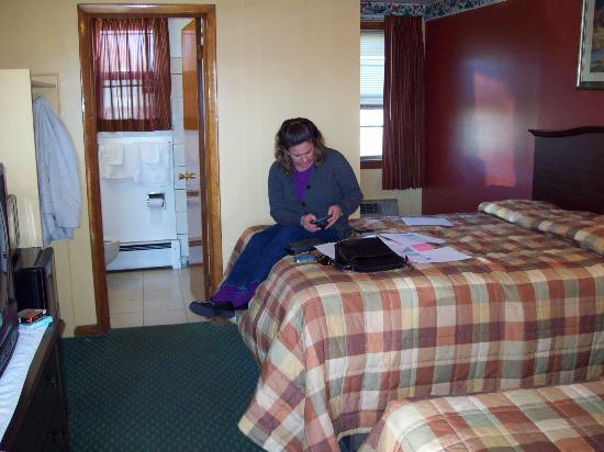 Budget Inn: room