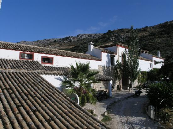 Hacienda Minerva with the hills of Zuheros in the background