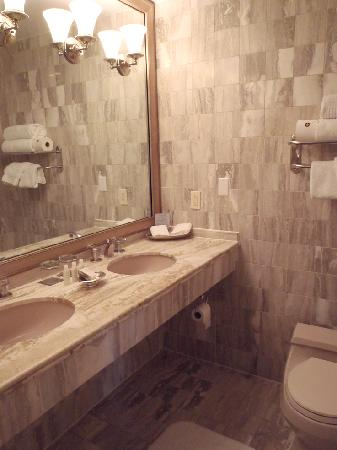 Morrison House, a Kimpton Hotel: Bathroom
